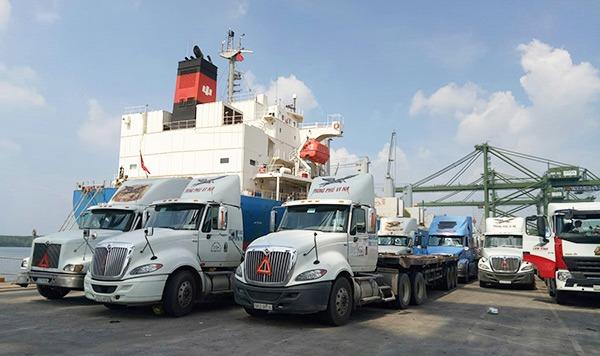 Phong Phú Vi Na liên tục đầu tư phát triển đội xe container vận chuyển hàng hóa